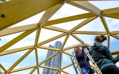 Mann und Maus unter der Kuppel in Düsseldorf