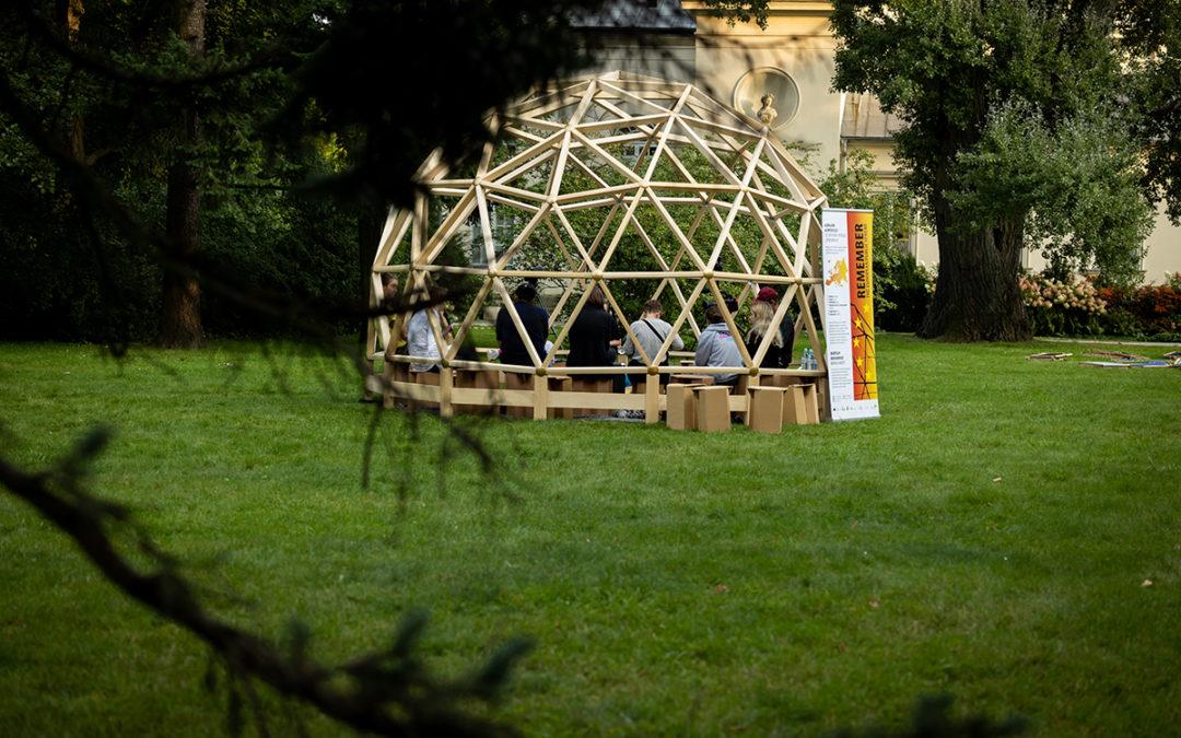 Spannende Diskussionen und ein Freiluftkino in den Königlichen Gärten Warschaus